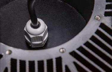 Utilise M12 waterproof connector